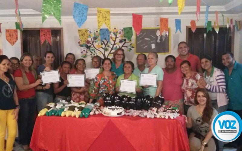 Mulheres concluem curso de bonecas de pano no CRAS do Bairro Novo em Carpina