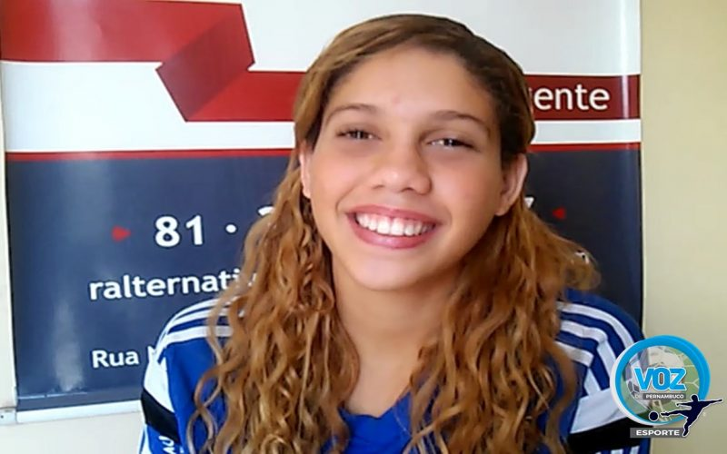 Atleta pernambucana revelação da natação representará o Brasil no Chile