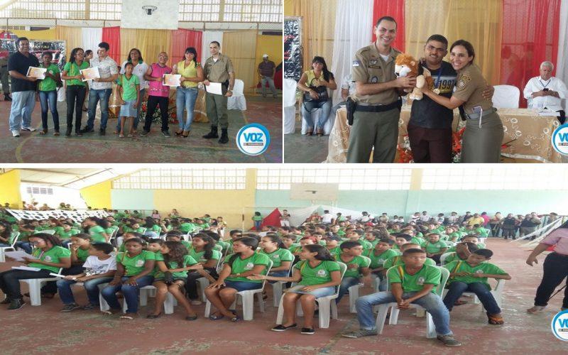 Formatura do PROERD reúne 800 crianças em Lagoa do Carro