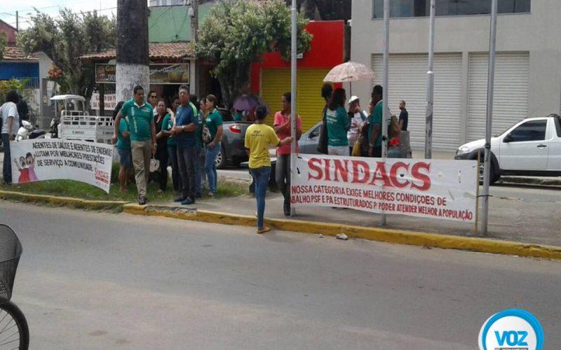 Agentes de endemias e da saúde realizaram mobilização na manhã desta sexta (12) em Carpina