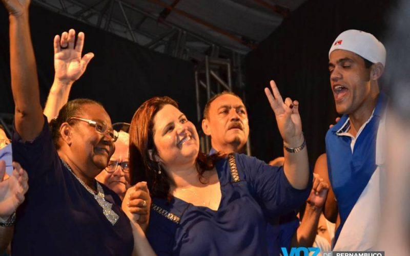 Assista a entrevista da prefeita e vice-prefeita eleita de Lagoa do Carro após a festa da vitória