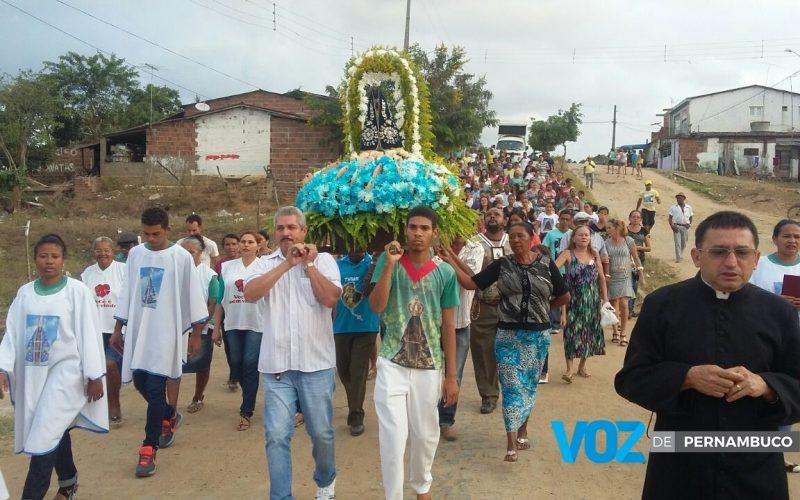 Comunidade de Aparecida encerra festa de Nossa Senhora com procissão em Carpina