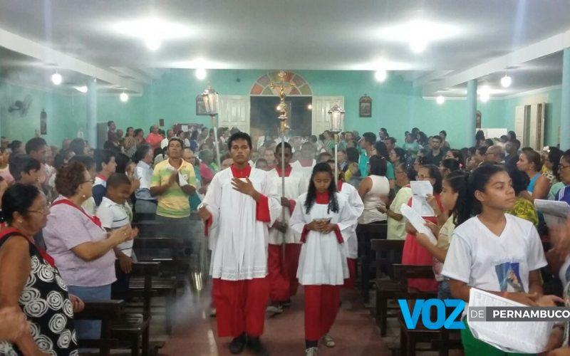 Matriz do Sagrado Coração de Jesus lota na festa do padroeiro em Carpina