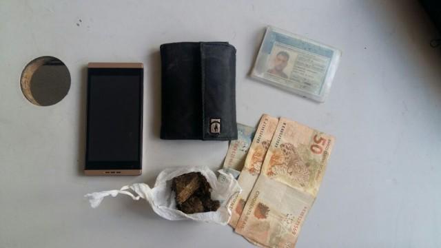 Policia detém rapaz com droga em Carpina