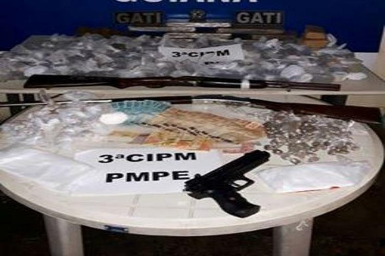Suspeitos de tráfico de drogas são presos em Goiana