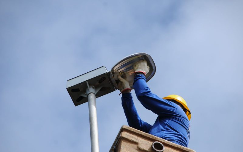 Veículo para manutenção da iluminação pública em Carpina poderá custar mais de R$ 324 mil