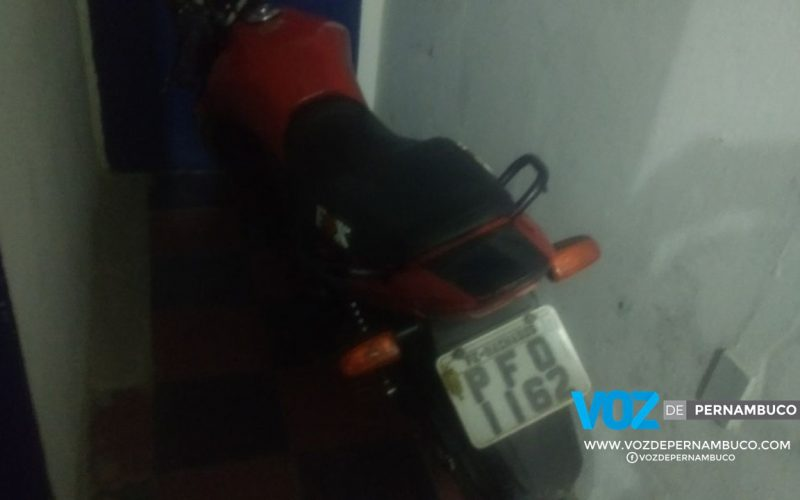 Moto roubada é recuperada na PE-89